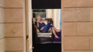 Photo of اكتشاف لوحة صادمة لبيل كلينتون في قصر الملياردير المنتحر جيفري ابستاين