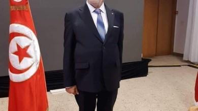 Photo of مرشح رئاسي تونسي يشعل مواقع التواصل بزي جديد