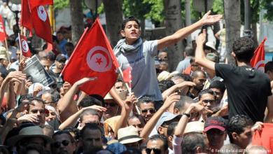 Photo of مع احتدام السباق الرئاسي.. الغموض يكتنف مستقبل الاقتصاد التونسي