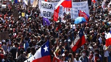 Photo of رئيس تشيلي يرفع حال الطوارئ وسط تظاهرات حاشدة