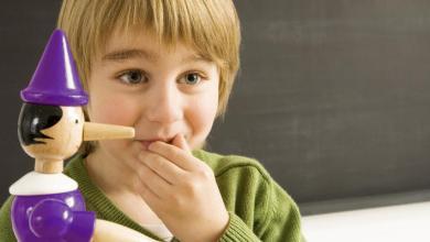 Photo of كذب الوالدين على الطفل في الصغر يدفعه إلى الكذب في الكِبر