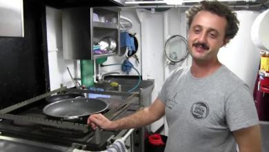 """Photo of طباخ سفينة الإنقاذ الإسبانية """"أوبن أرمز"""".. ثـري إيطالي!"""