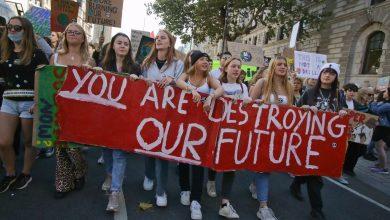 Photo of اعتقال المئات في احتجاجات المناخ بالعاصمة البريطانية