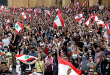 Photo of استمرار تعليق عمل البنوك والدراسة في لبنان مع استمرار المظاهرات