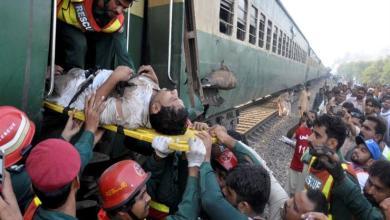 Photo of مصرع وإصابة 73 شخصًا في تصادم قطارين شرق بنجلاديش