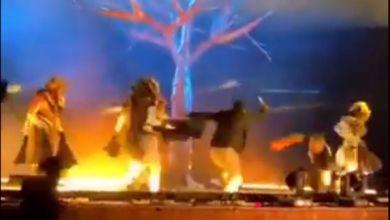Photo of طعن 4 بفرقة مسرحية خلال عرض فني في السعودية (فيديو)