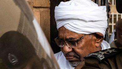 """Photo of النيابة تأمر بالتحقيق في """"انقلاب"""" البشير على السلطة في السودان"""