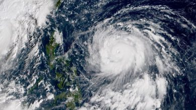 Photo of إعصار كاموري يتسبب في إغلاق مطار وإجلاء مئات الآلاف في الفلبين