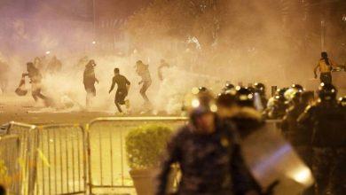 Photo of تفريق متظاهرين حاولوا اقتحام حي وسط العاصمة اللبنانية