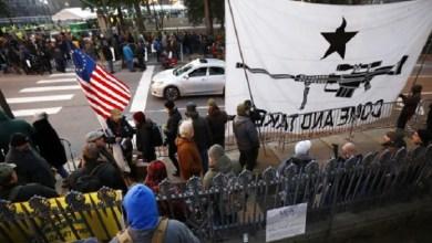 Photo of استنفار أمني بولاية فيرجينيا خلال مظاهرات مؤيدي حقوق حمل السلاح (فيديو)