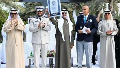 Photo of الإمارات تدخل جينيس بأطول سلسلة تصافح بالأيدي (فيديو)