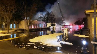 Photo of مصرع رجلي إطفاء في حريق بمكتبة وسط كاليفورنيا
