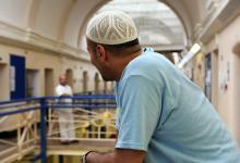 Photo of بأمر المحكمة: وجبات خاصة للسجناء المسلمين في رمضان