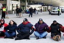 Photo of القبض على رشيدة طليب في احتجاجات بمطار ديترويت