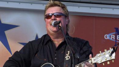 Photo of وفاة المغني الأمريكي جو ديفي مُتأثرًا بفيروس كورونا