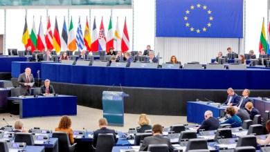 Photo of الاتحاد الأوروبي يحذر من مخاطر قرار ترامب بحظر السفر إلى أوروبا