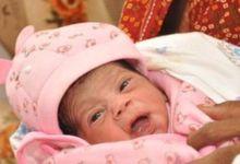 "Photo of عائلة هندية تسمي مولودتها ""كورونا"" تيمنًا بالفيروس!"