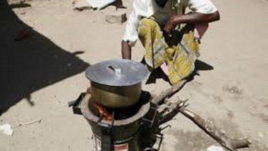 Photo of أفقدها كورونا عملها فطبخت الأحجار لأطفالها الجائعين