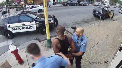 Photo of شاهد كيف تصرفت سيدة مع الشرطي الذي اعتقل فلويد؟