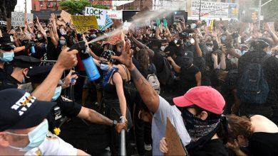 Photo of حدث في نيويورك.. مظاهرات وإطلاق نار واستقالة 300 من الشرطة