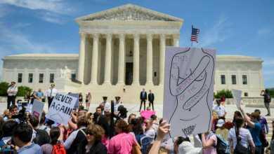 Photo of قرارات هامة للمحكمة العليا حول تقييد الإجهاض وتمويل مكافحة الإيدز