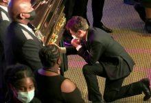 Photo of عمدة مينيابوليس يبكي أمام نعش جورج فلويد (فيديو)