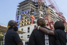 Photo of انتشال جثة عامل بناء ظلت معلقة 10 أشهر بعد انهيار مبنى في لويزيانا