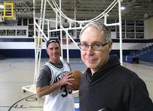 العلماء المجانين : روبوت يلعب كرة السلة