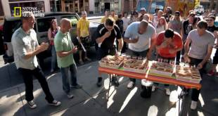 عبقري الشارع HD : الوقوع و العوم و الأكل بنهم
