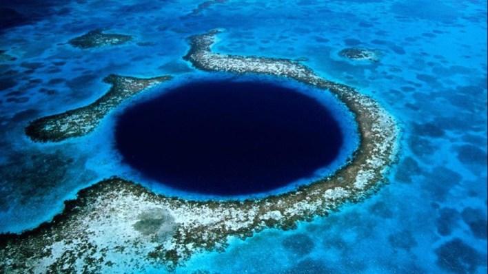الحفرة الزرقاء الكبيرة