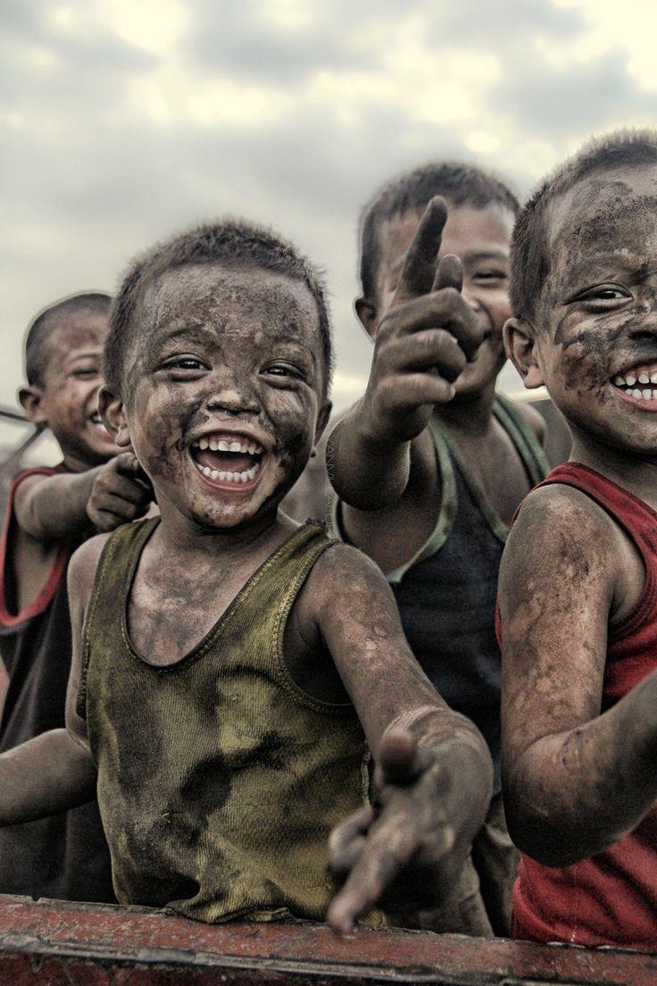 الضحك يساعد على التحرر من ضغوط الحياة و أعبائها