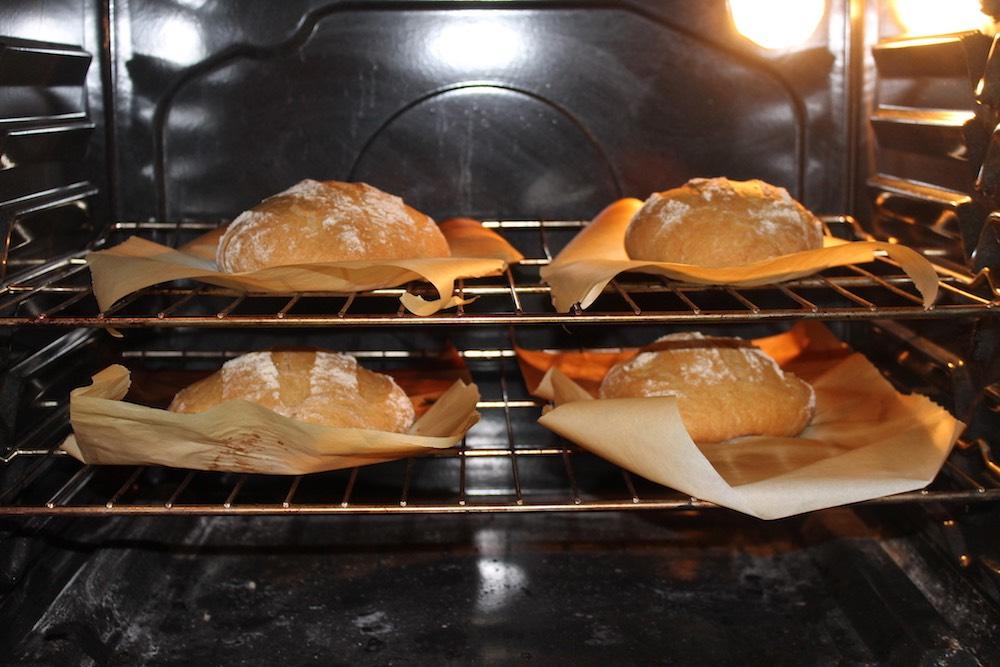 الخبز داخل الفرن
