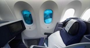 مقال - ماهي فائدة الثقوب الصغيرة في نوافذ الطائرات ؟