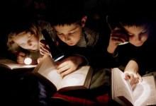 مقال - هل القراءة في الضوء الخافت مضرة للعيون؟