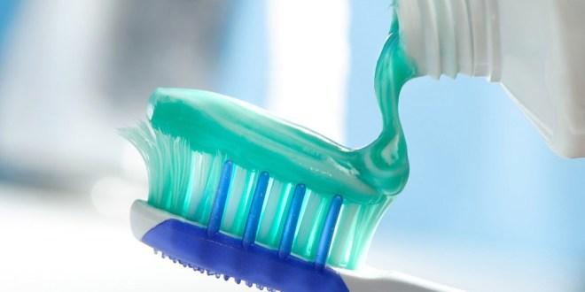 """مقال - أطعمة """"صحية"""" إلا أن تنظيف الأسنان بعد تناولها مضر."""