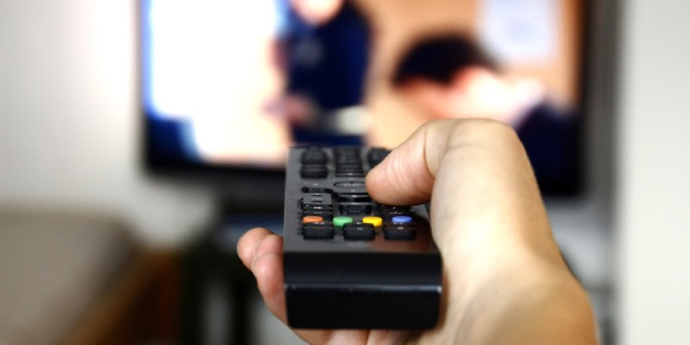 مقال - مخاطر قد لا تعرفها عن تأثير التلفاز على صحتك - موقع علوم العرب