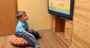 مقال - هل تؤدي مشاهدة التلفاز عن قرب لقصر النظر؟
