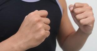 مقال - هل تصدق .. قبضة يدك تحذرك من 7 مشكلات صحية؟