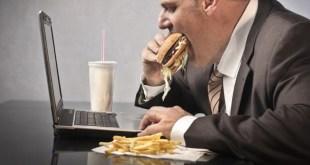 مقال - 5 أسباب أساسية لزيادة الوزن في العمل!