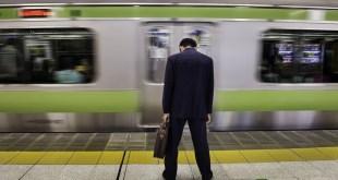 """مقال – ظاهرة """"الكاروشي"""" اليابانية .. الموت من كثرة العمل"""