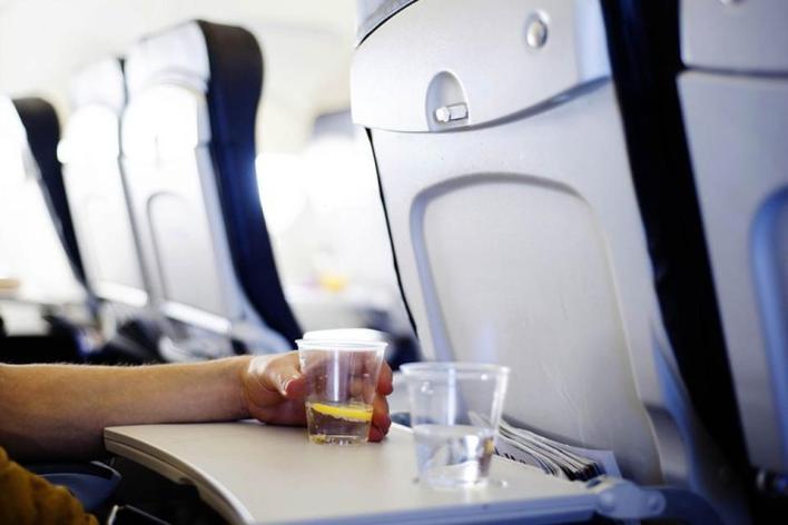 طاولة الطائرة القابلة للطي