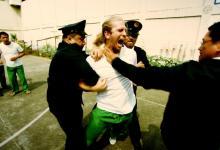 صورة مسجون في الغربة – ممنوعات في التاسعة عشر