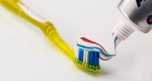مقال – أشهر 7 معلومات خاطئة عن تنظيف الأسنان