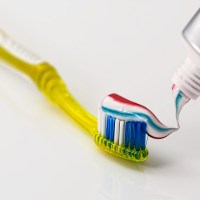 مقال – متى يجب تبديل فرشاة الأسنان؟