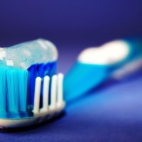 تنظيف الأسنان بانتظام يقي من مرض خطير