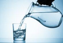 صورة هل شرب الماء أثناء الأكل صحي؟