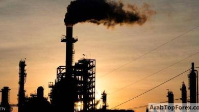 صورة النفط يرتفع بسبب مخزونات الخام الأميركية