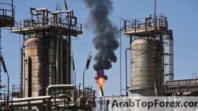 صورة النفط يهبط تحت ضغط توقعات أكثر تشاؤما للطلب