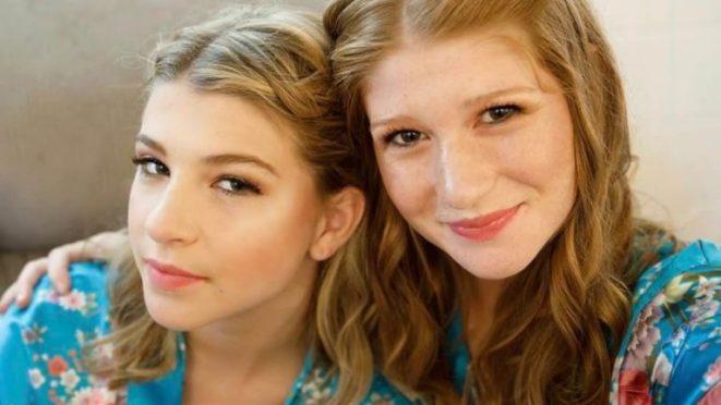 فيبي أديل جيتس مع أختها الكبرى