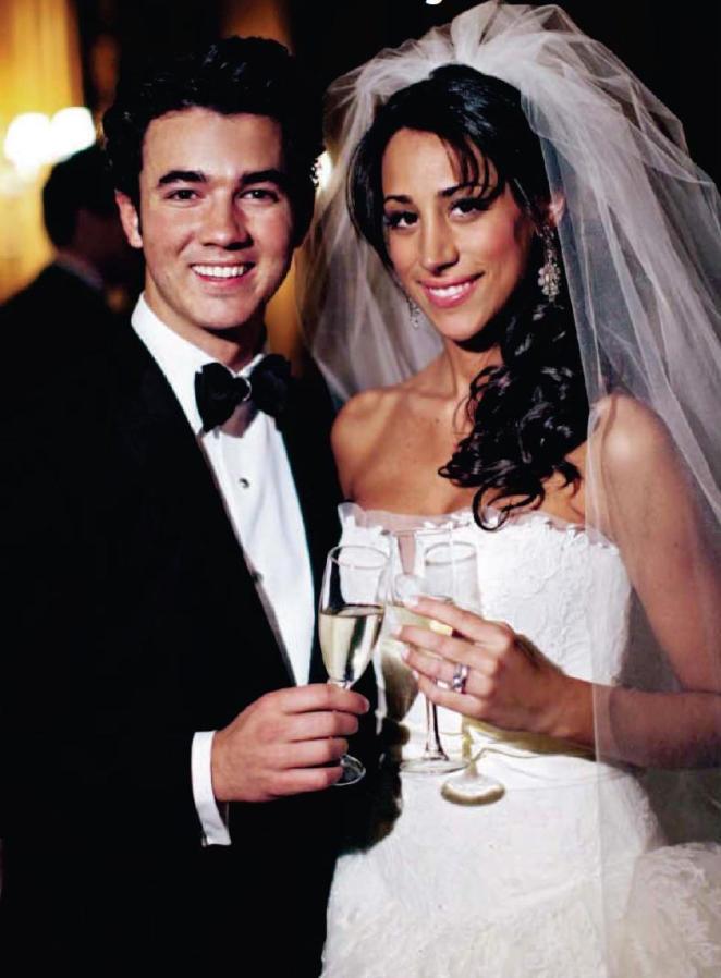 كيفن جوناس مع زوجته دانييل ديليسا